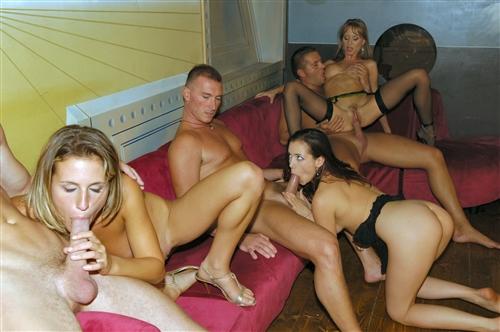 Negry-svingery-trakhaiutsia-v-zakrytom-seks-klube---Svingery-video