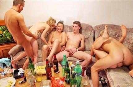 Parni-ustroili-otmennyi-seks-s-russkimi-pianymi-devkami